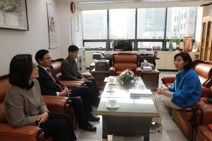 박경미 의원, 회관 방문